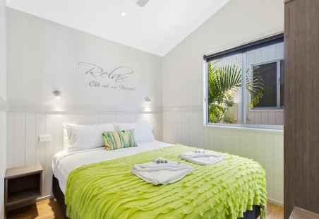Deluxe Tropical Villa Master Bedroom