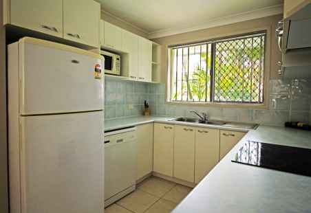 Kitchen of Garden House at Nobby Beach Holiday Village